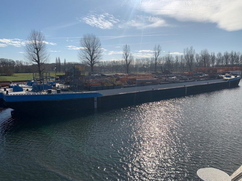 Butskop 6 box shape hopper barge